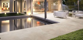 Margelles de piscine en pierre naturelle Travertin Ligtht Mixte CUPA STONE