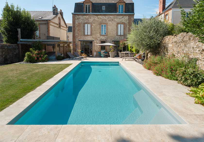 Plage de piscine en Travertin Light Mixte CUPA STONE